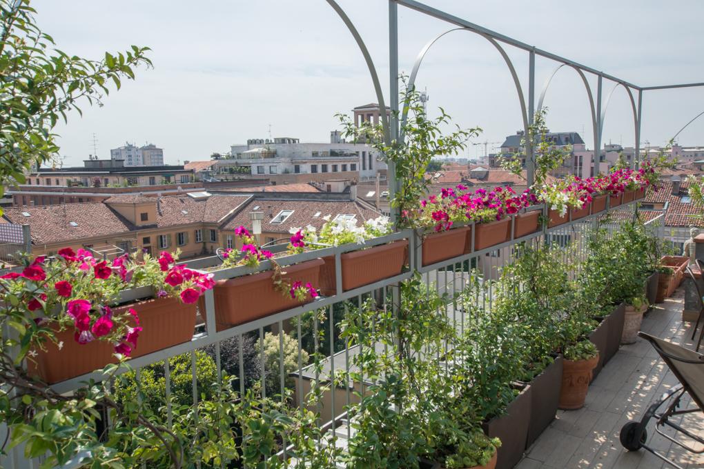 Come arredare il terrazzo un 39 oasi di relax in pochi metri for Arredare piccolo terrazzo
