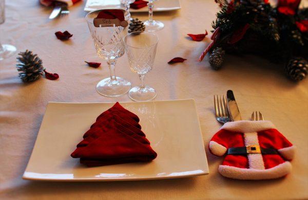 idee per decorare la tavola per Natale