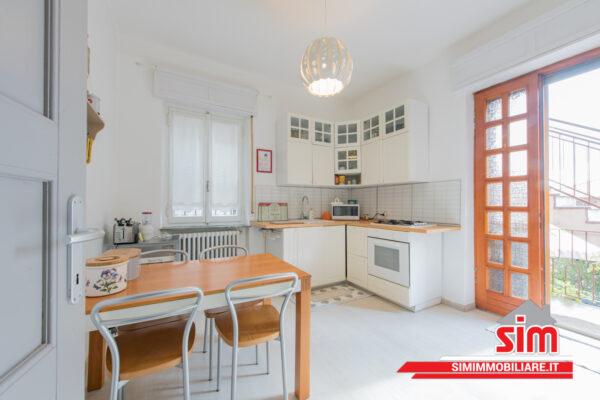 cucina moderna e rustica bianca